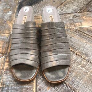 Paul Green metallic sandals. Size 6.